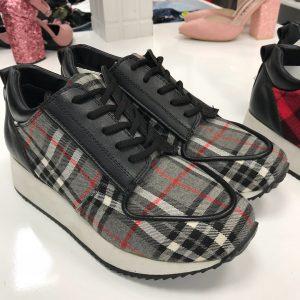 Женские кроссовки в стиле Burberry