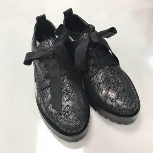 Женские туфли под змею с лентами