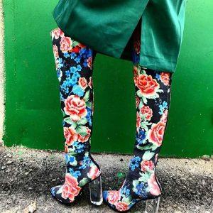 Женские сапоги в цветах с прозрачным каблуком