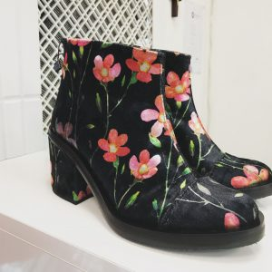Женские ботинки с цветами
