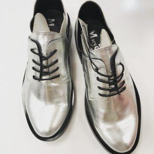 Женские туфли серебро с черными шнурками