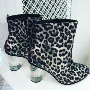 Женские ботинки леопард с прозрачным каблуком