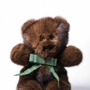 Дизайнерские игрушки из меха мишка коричневый с бантиком