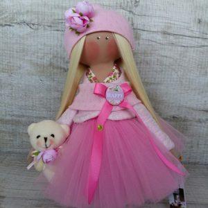 Дизайнерская кукла ручной работы в розовой накидке