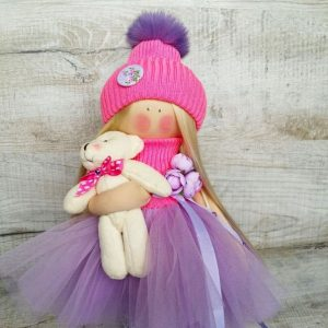 Дизайнерская кукла ручной работы в розовой шапочке