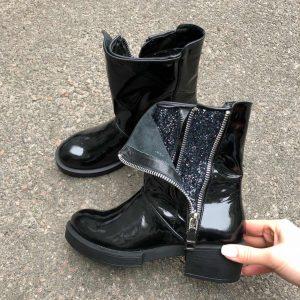 D$ Лаковые ботинки черные с отделкой сахар