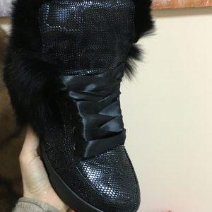 VN Черные сникерсы питон атласные шнурки