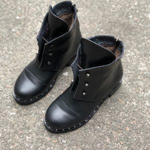 D$ Черные ботинки женские кожа с металлическими шнурками