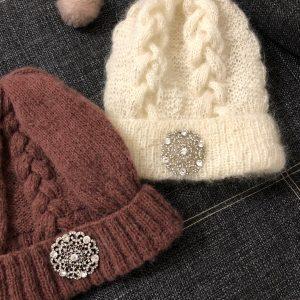 VN Шерстяная шапка женская с брошью
