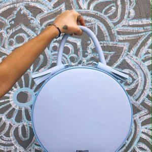 Женская сумка кожаная круглая голубая