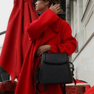 Женский рюкзак с кисточками черный