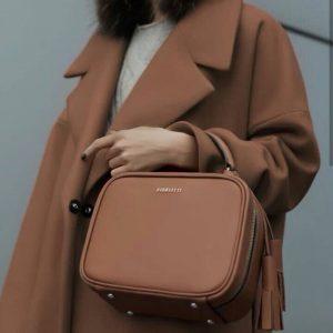 Женская сумка с кисточками рыжая