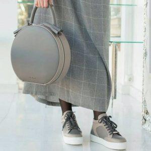 Женская сумка круглая с кисточками
