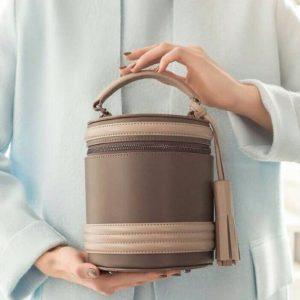 Женская сумка бочонок бежевая