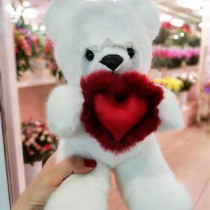 Игрушка из натурального меха медведь с сердцем алым подарочный