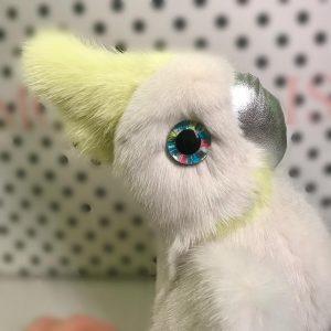 Игрушки из меха попугай белый с желтым хохолком  2