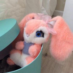 Игрушки из меха зайка розовый из норки