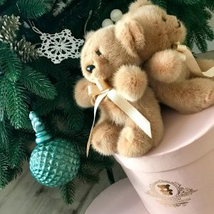 Меховые игрушки мишка карамельный с бантиком  3