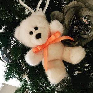 Меховые игрушки мишка персиковый с бантиком