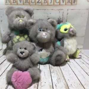 Меховые игрушки мишки серые
