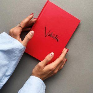 Ежедневник в стиле Valentino красный