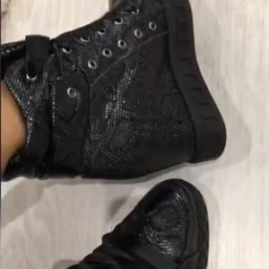 VN Женские сникерсы кожаные с атласными шнурками