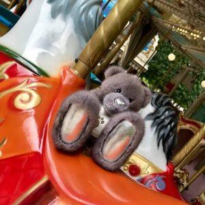 Меховая игрушка медведь Тедди с блестящими лапками