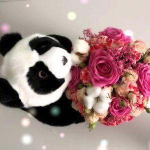 Меховая игрушка мишка панда черно-белый с цветами