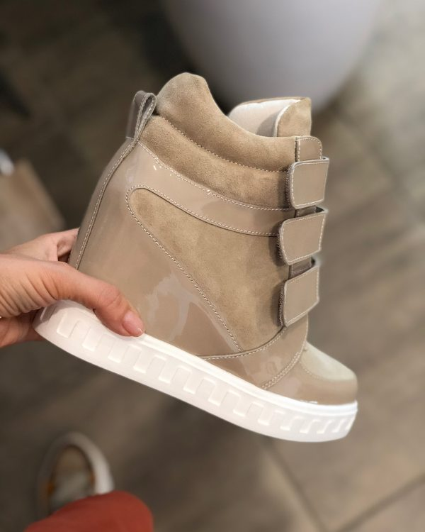 VN Демисезонная женская обувь сникерсы замша бежевая на липучках (2)