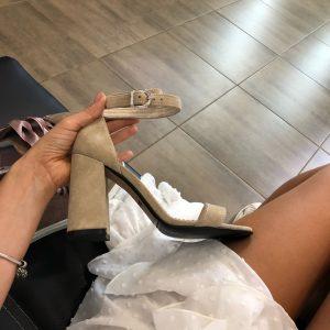 VN Пошив обуви на заказ босоножек замшевых бежевых с ободком (5)