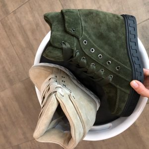 VN Женские сникерсы кожаные на шнуровке зеленые и бежевые