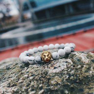 Мужские браслеты из камней с белым говлитом LION GOLD WHITE HOWLITE (2)
