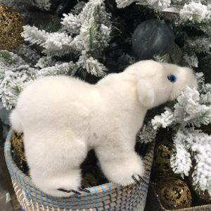 Интерьерная игрушка белый медведь из меха 000.915