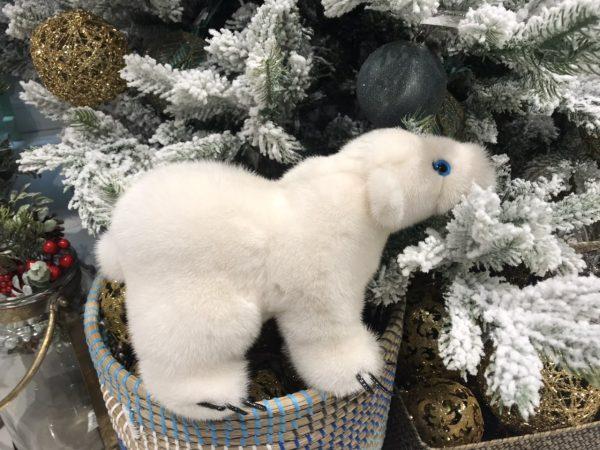 Интерьерная игрушка белый медведь из меха 000.915 фото
