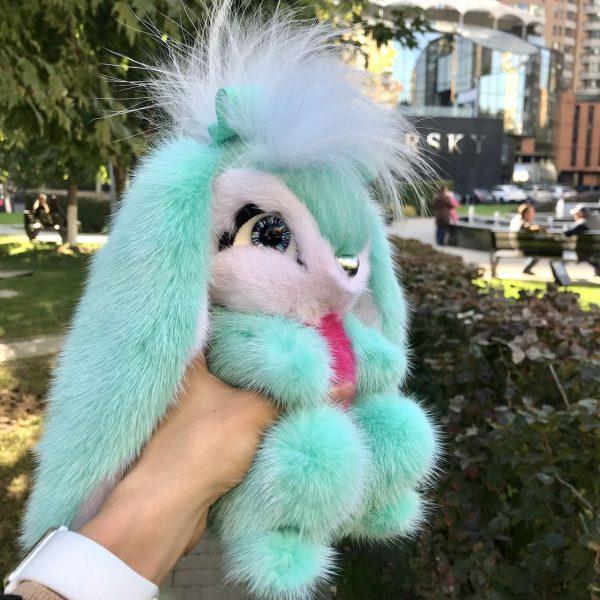 Интерьерная игрушка заяц бирюзовый из меха 000.906 фото