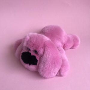 Интерьерная игрушка собака розовая из меха 000.902