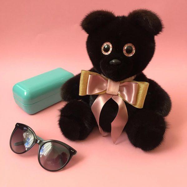 Интерьерная игрушка мишка черный из меха 000.879 фото